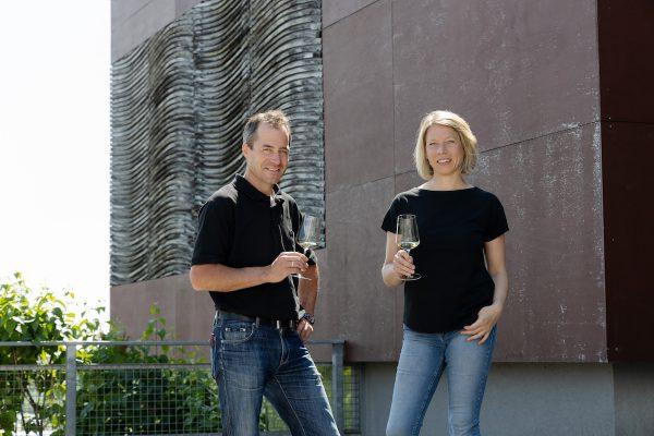 Winzerin Silke Mayr und Kellermeister Michael Nastl
